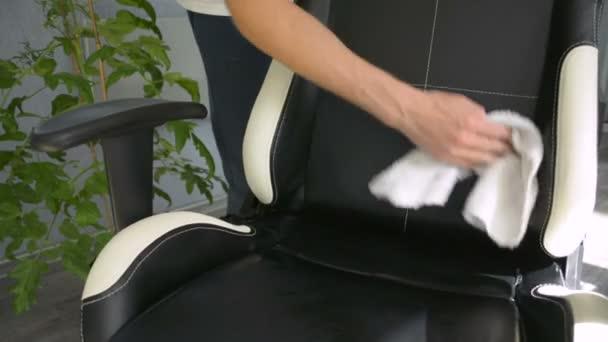 Cómo limpiar correctamente las sillas de oficina